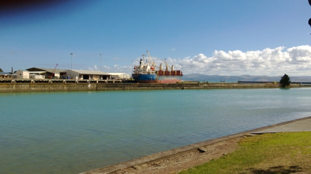 Loading logs at Gisborne