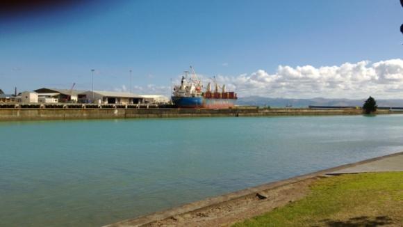 Loading logs at Gisborne