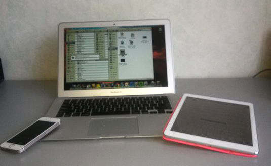 Apple kit: iPhone 5S, MacBook Air, iPad Air