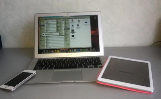 Apple kit: iPhone 5S, MacBook Air, iPad Air